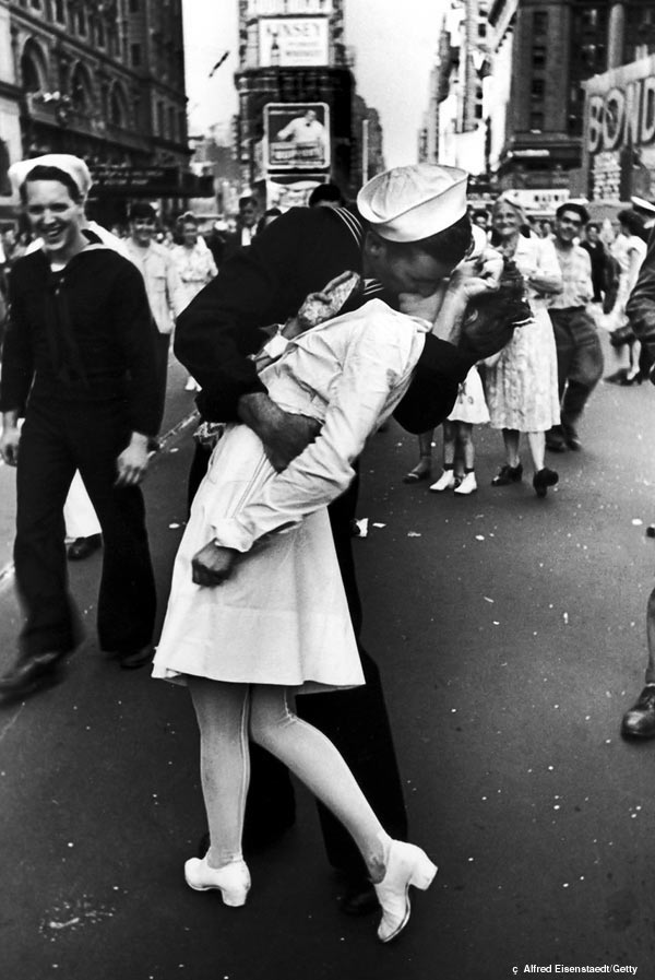 The Kiss that Made Two Strangers Popular