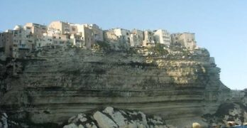 city-built-on-the-rocks-bonifacio